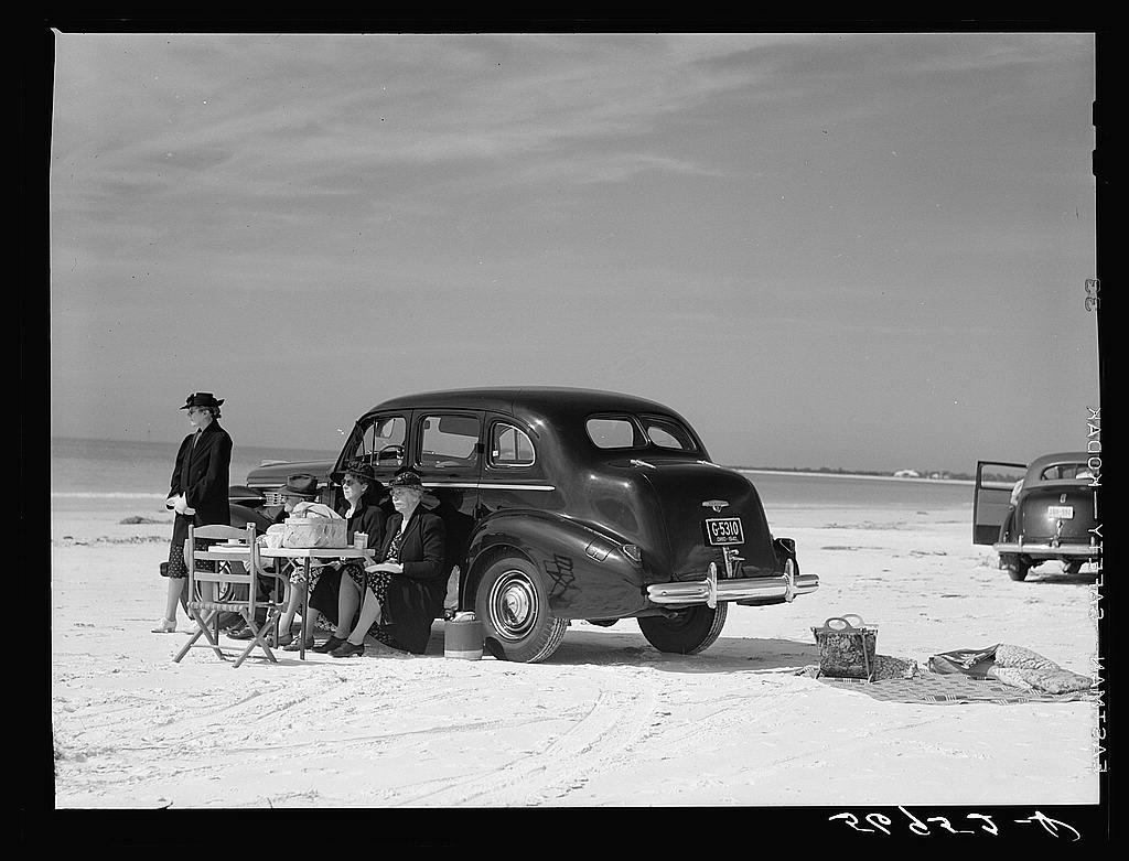 Marion Post Wolcott's Members of Sarasota Trailer Park, Sarasota, Florida, Picnicking at the Beach, January 1941 (1941)